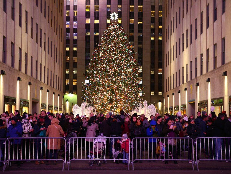 NYC to 'pedestrianize' streets around Rockefeller Center during holidays