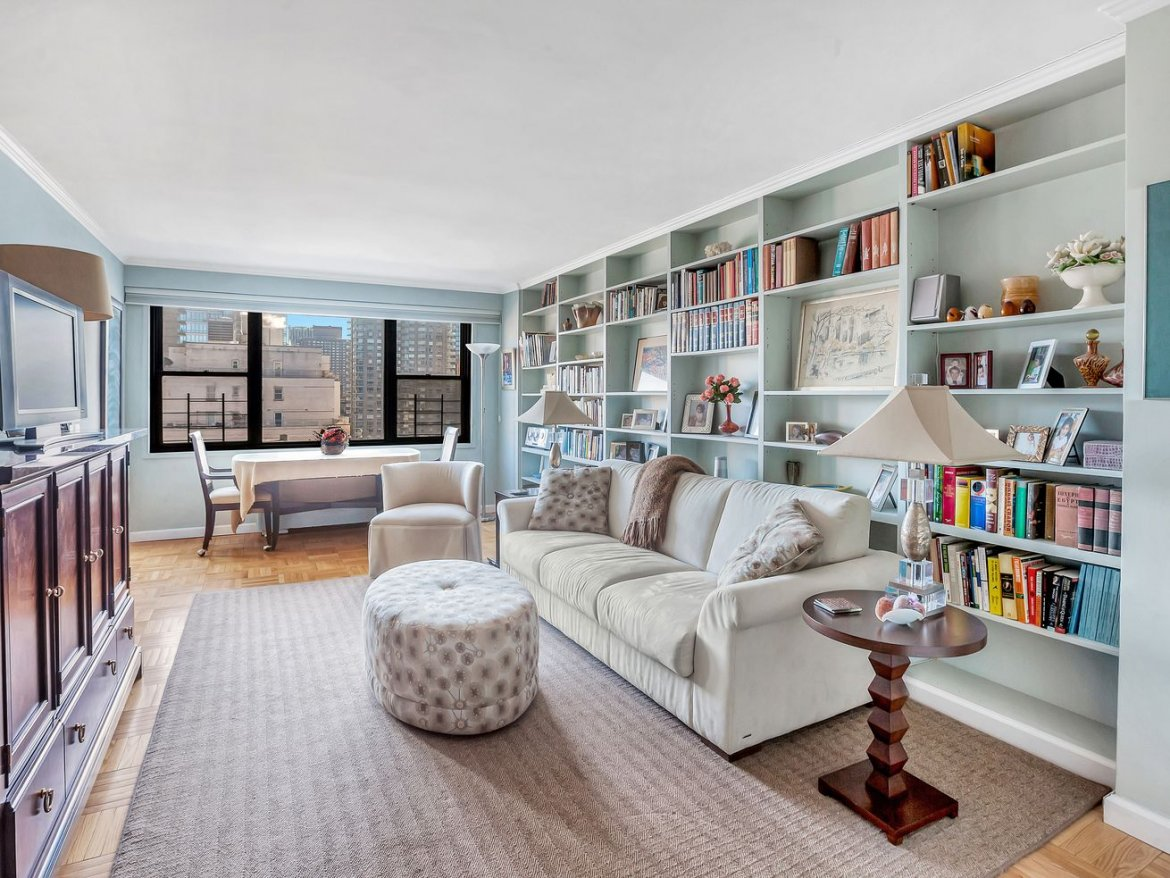 Classy Upper East Side studio is a book-lover's dream for $430K