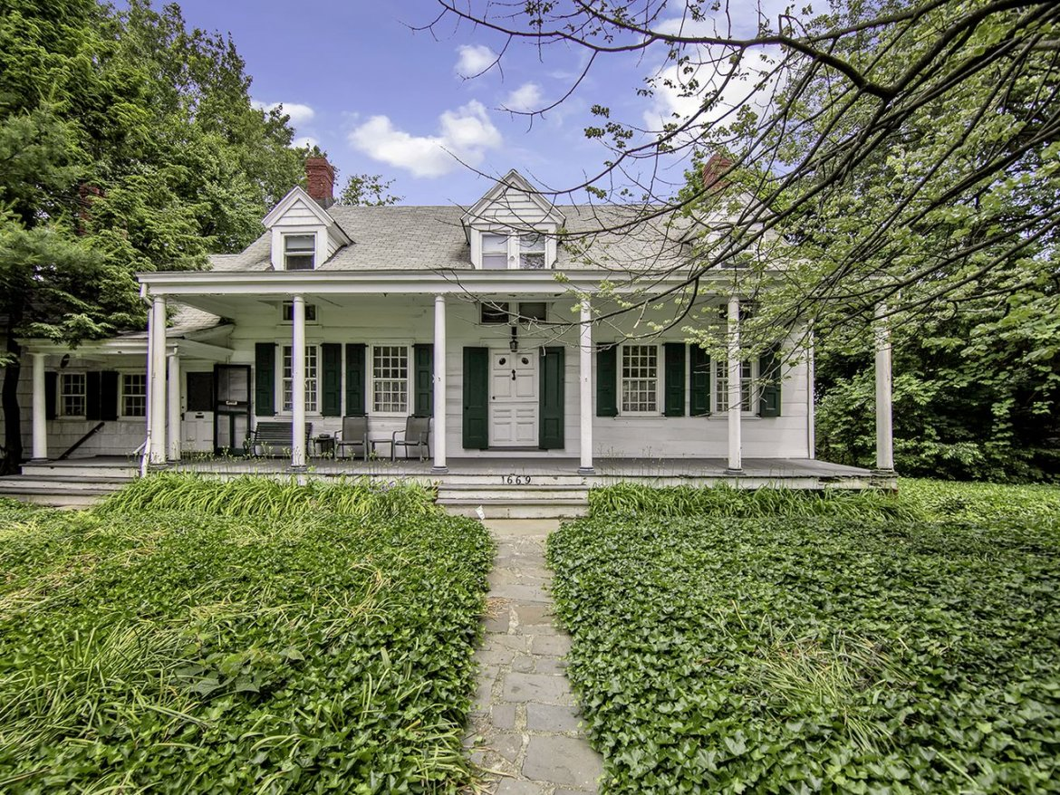 A Dutch Farmhouse With a Barn in Midwood Wants $3.25M